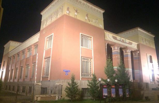 «Храм выходит изсумрака»: мэрКрасноярска показал новую подсветку краеведческого музея