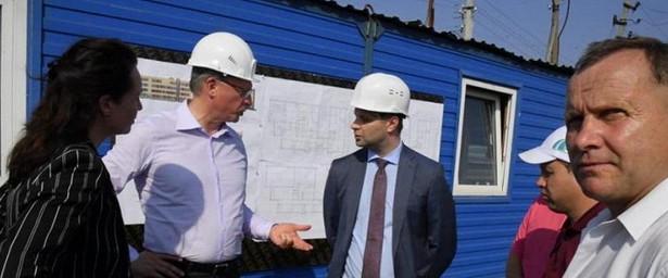 Александр Бурков выразил недовольство темпами строительства школы вИсилькуле
