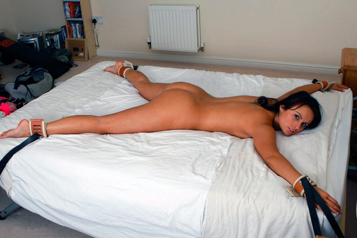 sexy shaved girls fucking in bed photos