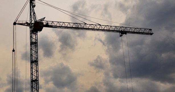 Загоревшийся башенный кран осветил ночной Биробиджан