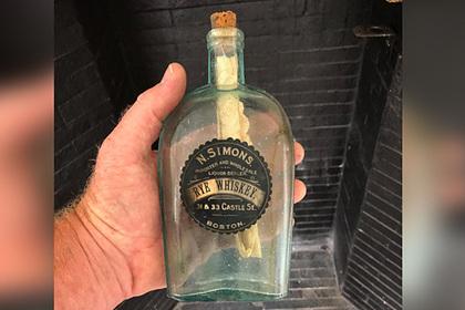 Археологи нашли бутылку спосланием изпозапрошлого века