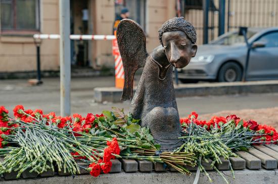 ВПетербурге открыли памятник погибшим впандемию медикам
