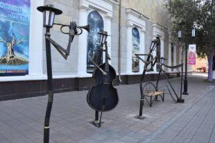 Оренбург украсили габионы и«оркестр» фонарей