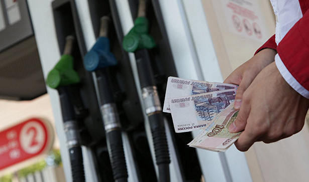 Эксперты связали резкое подорожание бензина сценами нанефть