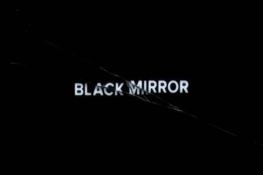 Самые жуткие новости года собрали втрейлер «Черного зеркала»