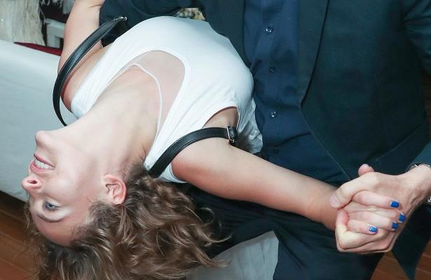 «Вхламину»: повисшую наВернике Тарасову обругали на«Кинотавре»