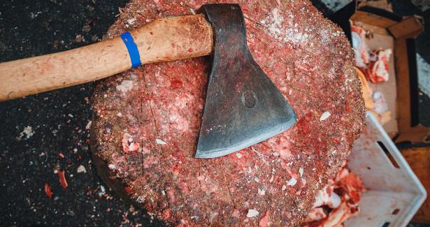 Новокузнечанин получил срок запопытку отрубить голову соседу топором