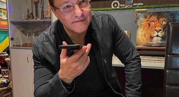 Губернатор Дмитрий Азаров провел первый прямой эфир вClubhouse