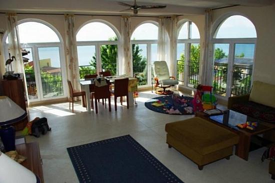 Недвижимость в Камари на берегу