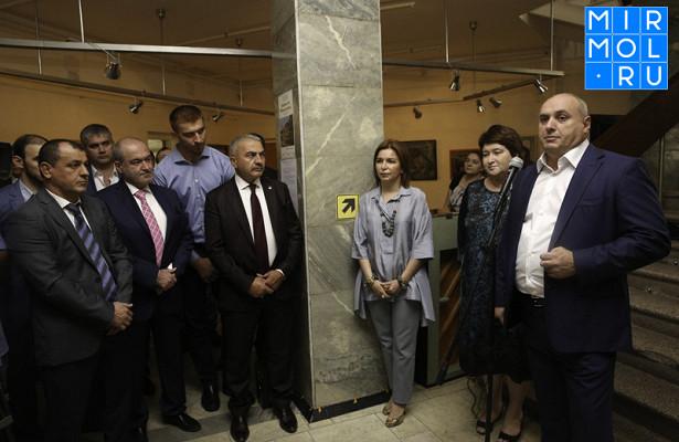 Вмузее изобразительных искусств Дагестана открылась выставка «Живописная Махачкала»