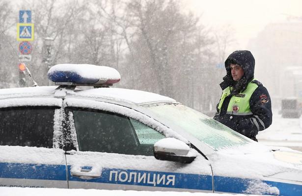 Россиянин угнал автобус итаранил автомобили полицейских