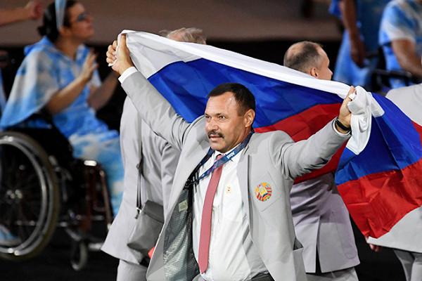 белорусы с флагом россии на паралимпиаде фото далеко для всех