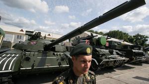 Украинские танки заправили топливом изРоссии