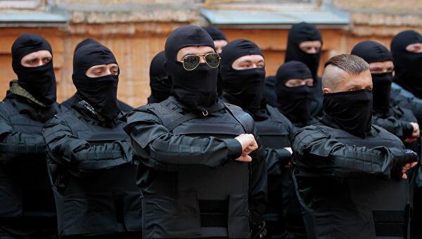 НаУкраине члены «Правого сектора» избили журналиста