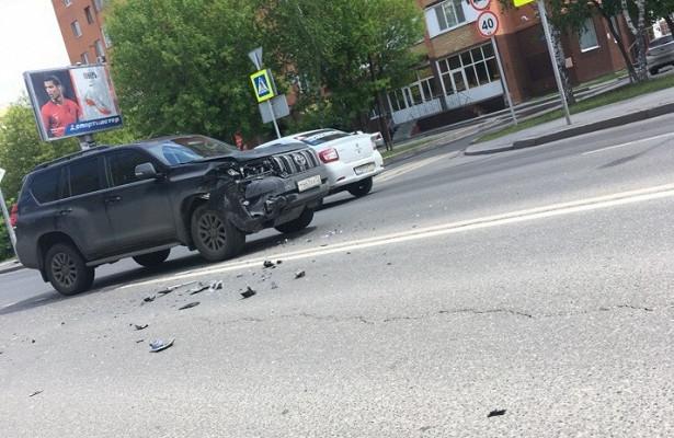 НаЧервишевском тракте водитель Hyundai Getz непропустила Toyota Land Cruiser