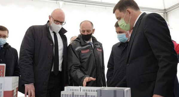 Вице-премьеру вЕкатеринбурге показали будущую деревню Универсиады-2023