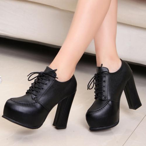 Осенние туфли на платформе со шнурками