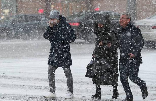 Москвичей предупредили омокром снеге игололеде
