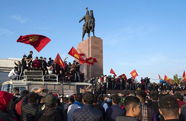 Банкам Киргизии посоветовали остановить работу