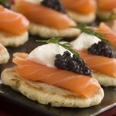 Рецепт Гречневые мини блины скопченым лососем иикрой