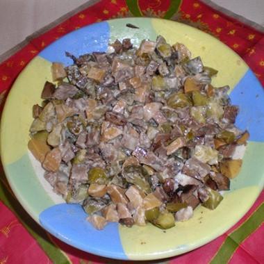 Рецепт Мясной салат сгрибами имаринованными огурцами