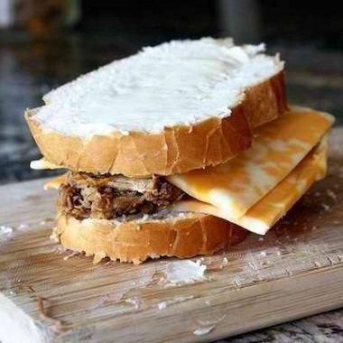Рецепт Запеченный бутерброд ссыром имясом