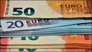 Евро упал ниже психологической отметки