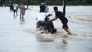 Индонезию затапливают сильные дожди после землетрясения