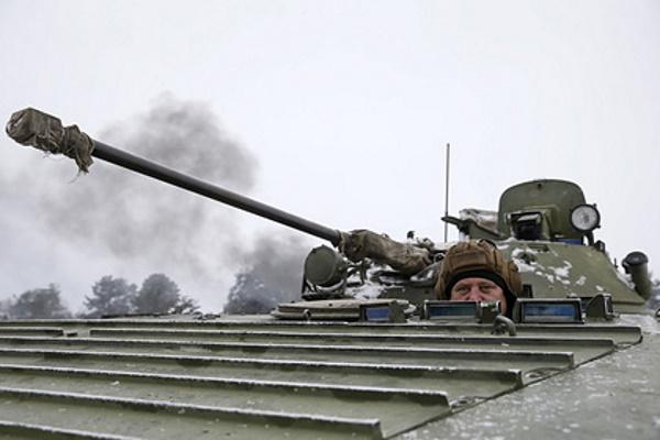 Украинский военный погиб приустановке минвДонбассе