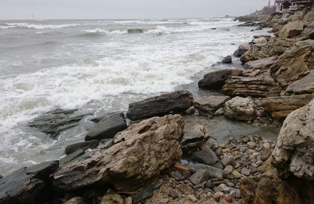 Штормовое предупреждение объявлено уберегов Камчатки