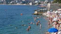 Сочинцы в ужасе от видео с пляжа, полного туристов