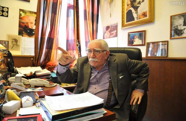 Армен Джигарханян уволил родителей бывшей жены изтеатра